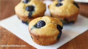 Quick keto breakfast – easy almond flour blueberry muffins in 30 min